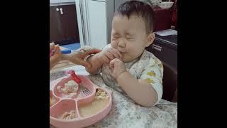 [생후15개월] 맛있는거 먹으면 윙크하는 애, 생선구이…