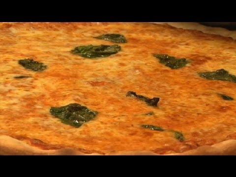 How to Make Classic Italian Pizza