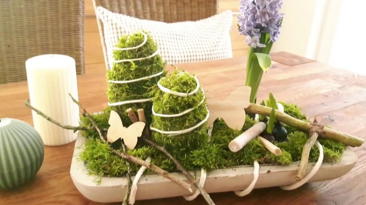 diy fr hlinsdeko osterdeko mit moos fr hlingsblumen in holzschale ostereier selber. Black Bedroom Furniture Sets. Home Design Ideas