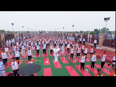 Modi leads thousands in India for Yoga Day
