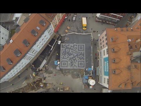 Überdimensionaler QR Code in der Eichhornstraße