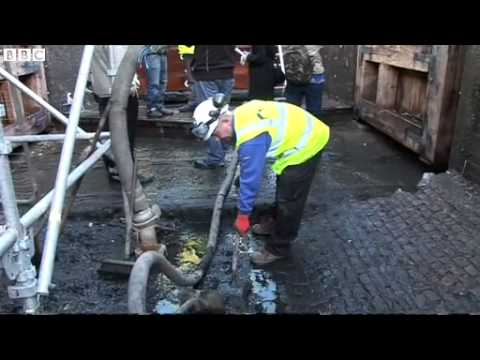 Camden Lock drained and opened to public