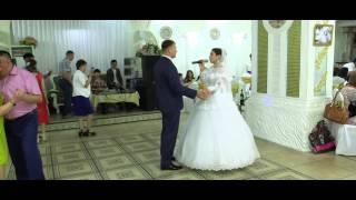 Жених и невеста поют песню Если б не было тебя