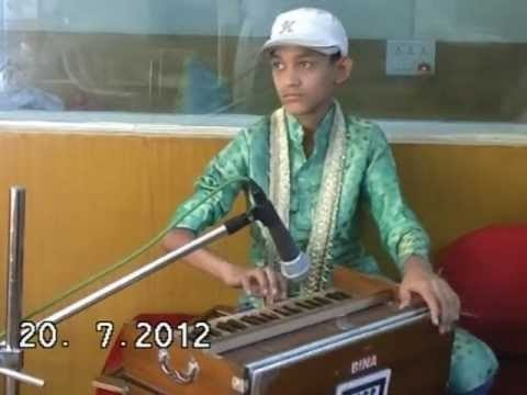 Fastest Fingers on Harmonium by a 12 Years Boy : Little Master Nishad