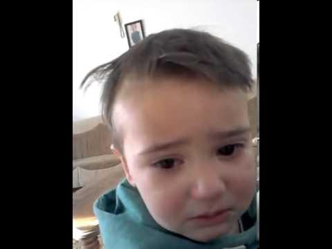 Djali qan gjersa babai kendon