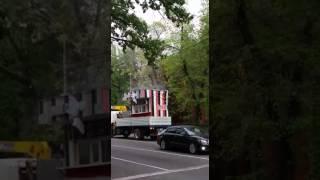 Троллейбусный провод в Алматы порвали при перевозке закусочного киоска