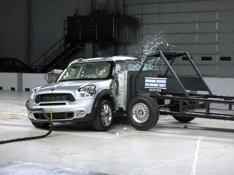2011 Mini Cooper Countryman side test