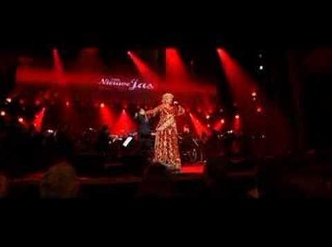 Karin Bloemen - Rood - Een nieuwe jas live