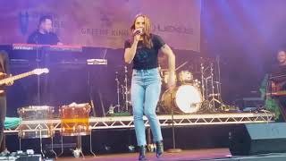 "Melanie C performing Moloko's cover ""Sing it back"" at Pub in the pa..."
