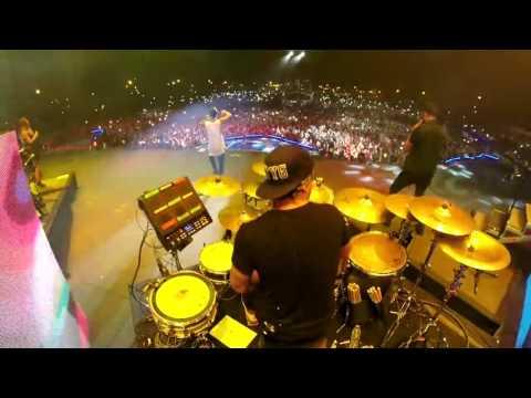 El baterista de Maluma Tocando Party animal en Argentina Rio Negro