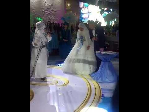 Свадьба Омара. Невеста в белом платке под фатой просто прелесть