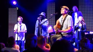 Video James Taylor - Shower The People - Dallas 6/16/2014 Joined by Son Henry download MP3, 3GP, MP4, WEBM, AVI, FLV Juli 2018
