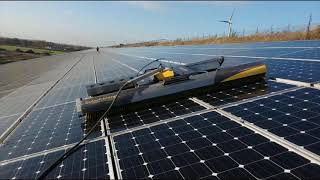 Cleaning solar panels with 2 robots on the same roof - Voltanet