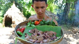How to Primitive Cooking Liver and Heart Chicken On Roof Tiles For Lunch | Wilderness Life