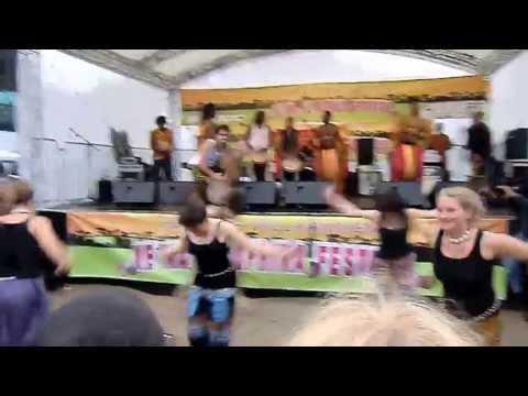 Afrikanischer Tanz YAMAMA aus Guinea mit Bouba Diakité, Afrika Festival Kenako 2013 in Berlin