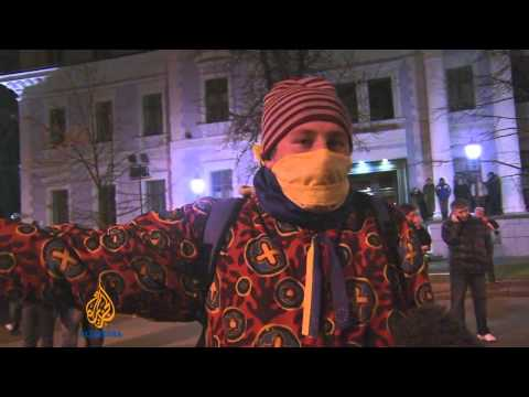 Over 300,000 defy protest ban in Ukraine
