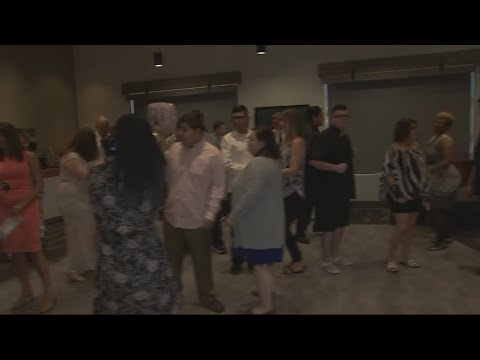 Aurora Day School holds prom for students with autism in Peoria