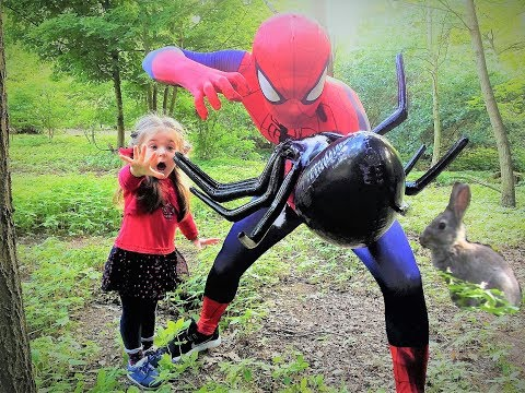 Big Spider VS Spider Man! Большой паук против Человека паука!