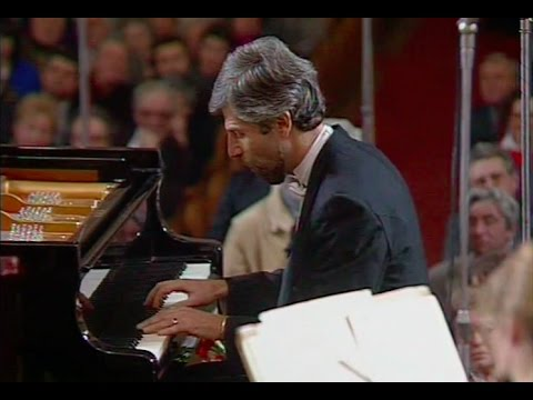 Vladimir Feltsman plays Mozart Piano Concerto no. 23, K. 488 - video 1991