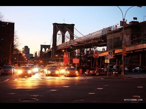 A walk across Brooklyn Bridge - New York City