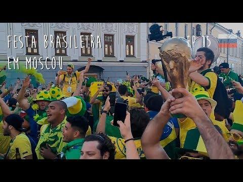 Torcida brasileira animando