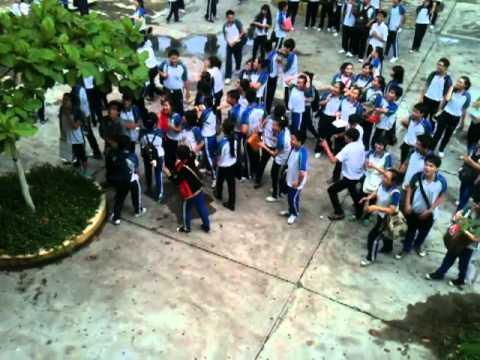 Học sinh cấp 3 trường iSchool Nha Tràng tỏ tình nhân ngày 20.10.2k11