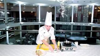 Салат с индейкой и авокадо в кунжутной заправке от шеф-повара Марии Секретаревой