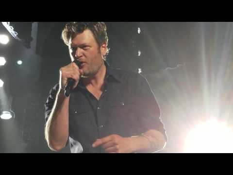 Blake Shelton- Footloose live in Spokane