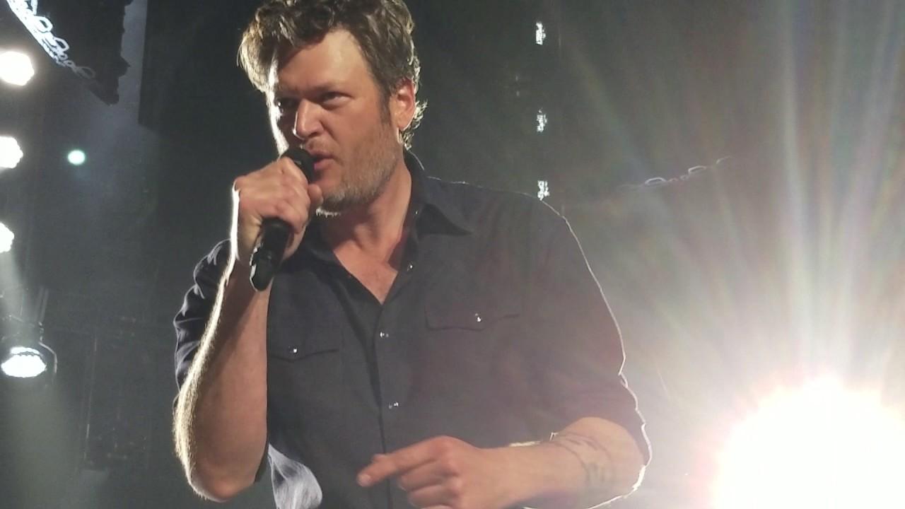 Blake Shelton- Footloose live in Spokane - YouTube