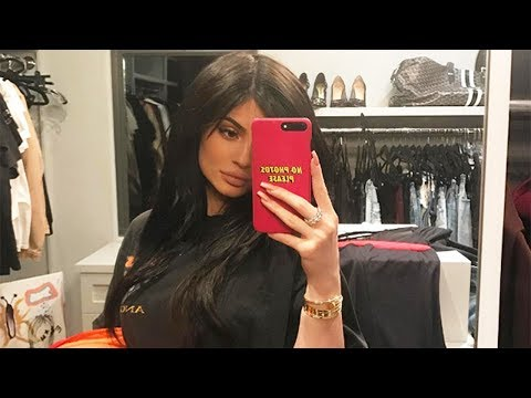 "Kylie Jenner Says She's ""Missing"" Someone... Travis Scott or Tyga!?"
