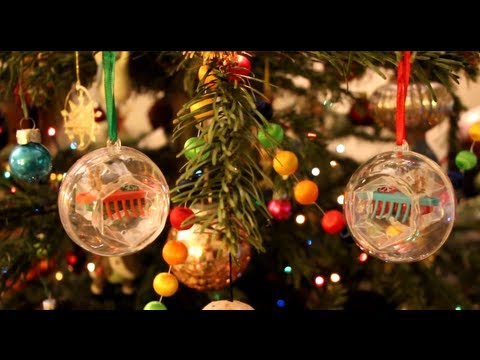 Reindeer HEXBUG Nano Christmas Ornaments - Full view & review on our real Christmas Tree