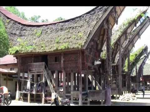 Tongkonan House - Traditional House - Rumah Tongkonan - Toraja - Indonesia Travel Guide (Tourism)