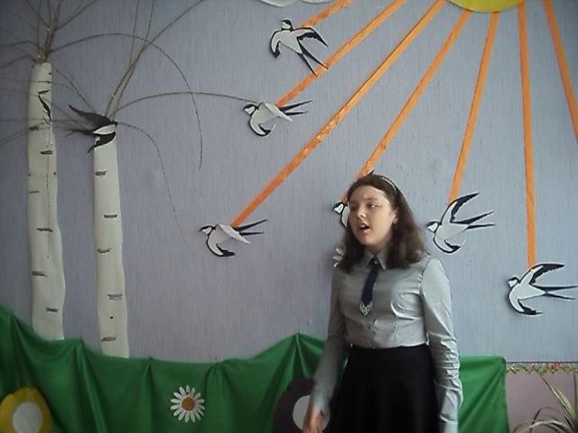 Изображение предпросмотра прочтения – КаринаМарченко читает произведение «Смотри, как роща зеленеет…» Ф.И.Тютчева