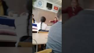Танцует под носом учителя