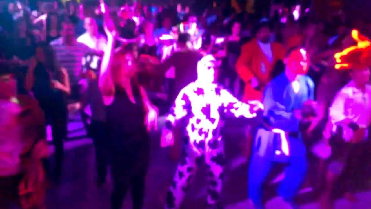 Fiesta de carnavales viernes discoteca tropical house for Discoteca plaza de los cubos madrid