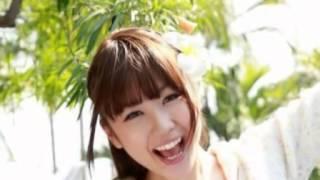 日本某杂志曝光了一组女星西田麻衣的写真,照片中她露出白皙双乳,甜美...