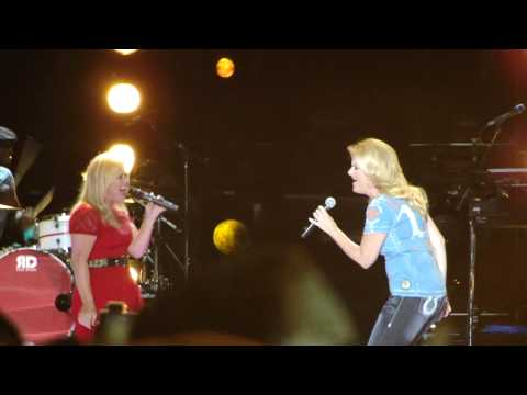 Kelly Clarkson & Trisha Yearwood - Ain't Going Down (Garth Brooks cover)