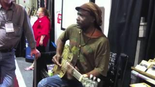 Summer NAMM 2011: James Trussart リゾネーター・ギター