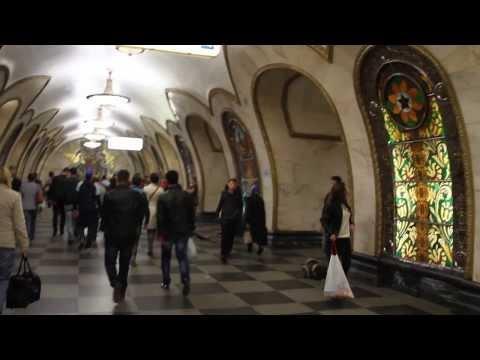 MOSCOU - ESTAÇÃO DE METRÔ COM VITRAIS-Novoslobodskaya