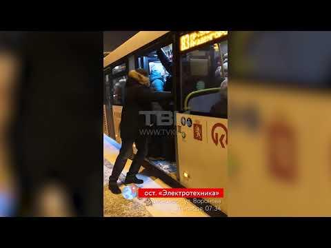 Красноярск: маршрутчик устроил коллапс на остановке