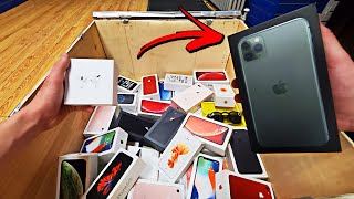 APPLE STORE DUMPSTER DIVING JACKPOT!! FOUND iPHONES!! BIGGEST APPLE STORE IN THE WORLD DUMPSTER DIVE