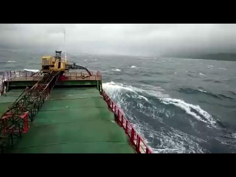 Ganasnya ombak indonesia (Laut Sulawesi)