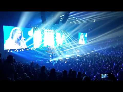 Céline Dion - The Show Must Go On (Live,...