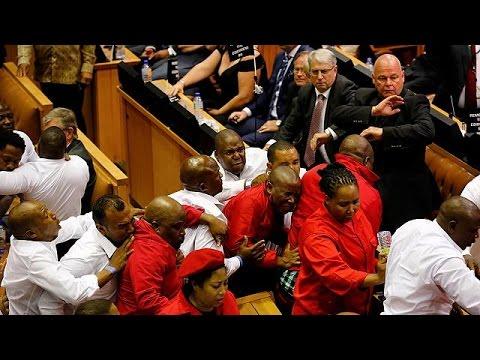 Violente bagarre au parlement sud-africain