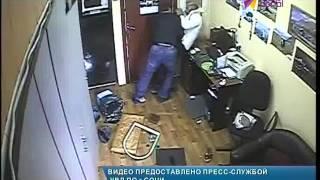 В Дагомысе совершено разбойное нападение на ломбард(Подозреваемого в преступлении сочинские полицейские задержали по горячим следам http://maks-portal.ru/proisshestviya/video/v-d..., 2016-01-12T17:19:13.000Z)