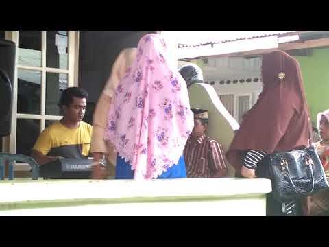 Image of Video 3 Wanita Berjilbab Yang Bernyanyi