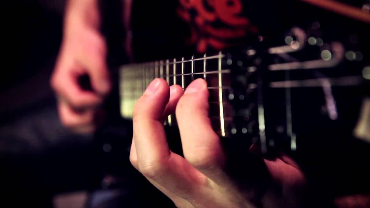 Как правильно поставить руки Уроки игры на гитаре