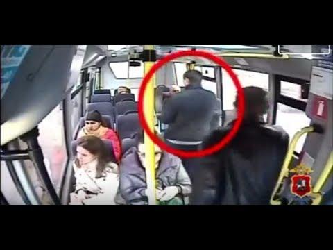 Una original manera de robarte la cartera en el autobús sin que te enteres