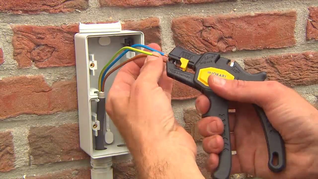 Comment Installer Une Prise Extérieure Hydro De Niko YouTube - Installer une prise electrique exterieure