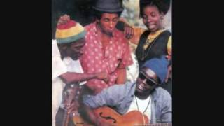 Bob Marley & The Wailers - Bus Dem Shut/Pyaka (Official)